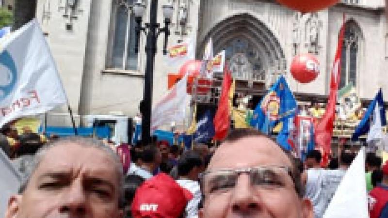 PROTESTO NACIONAL : Trabalhadores lotam a Sé em protesto contra reforma da Previdência