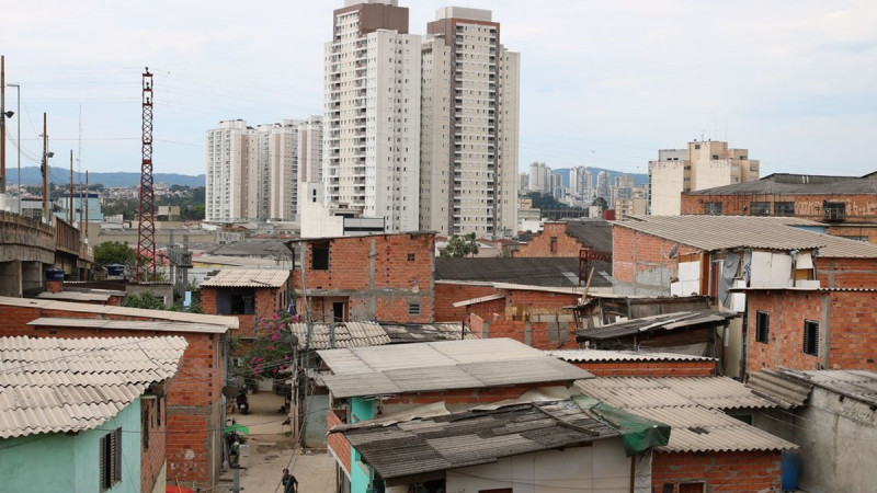 Desigualdade faz Brasil cair uma posição no IDH do mundo em 2018.